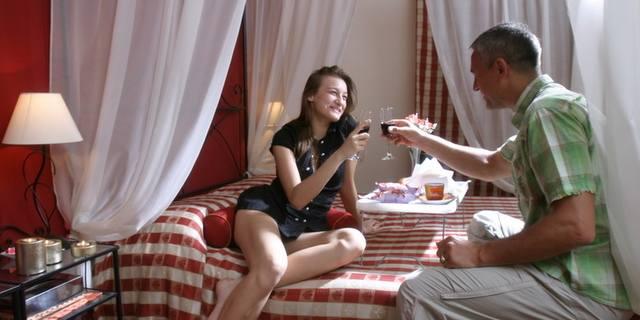 Week end romantico sicilia idee regalo anniversario - Foto di innamorati a letto ...