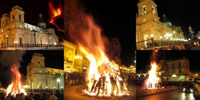 Foto Natale in Sicilia: In Piazza Duomo a Giarre Gran falo Zucco di Natale il 24 Dicembre Sera