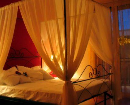Camera Romantica con letto a baldacchino e bagno privato interno con cabina benessere doccia idromassaggio