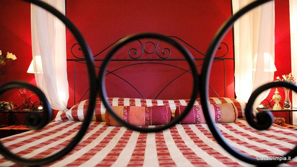 Offerta Camera Romantica Coppie Letto baldacchino e cabina benessere doccia idromassaggio