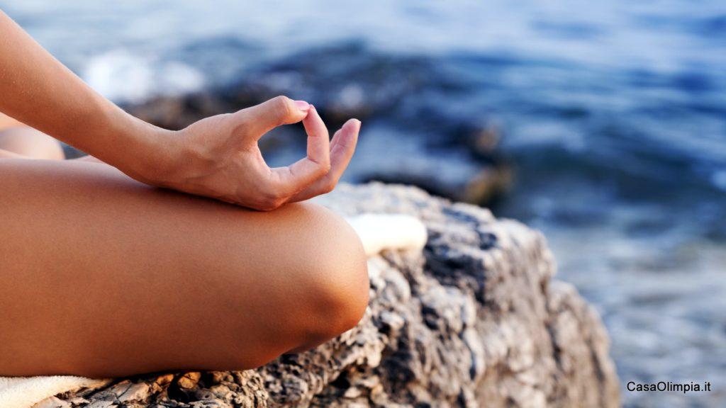 Yoga corsi esercizi posizioni meditazione benessere coppia