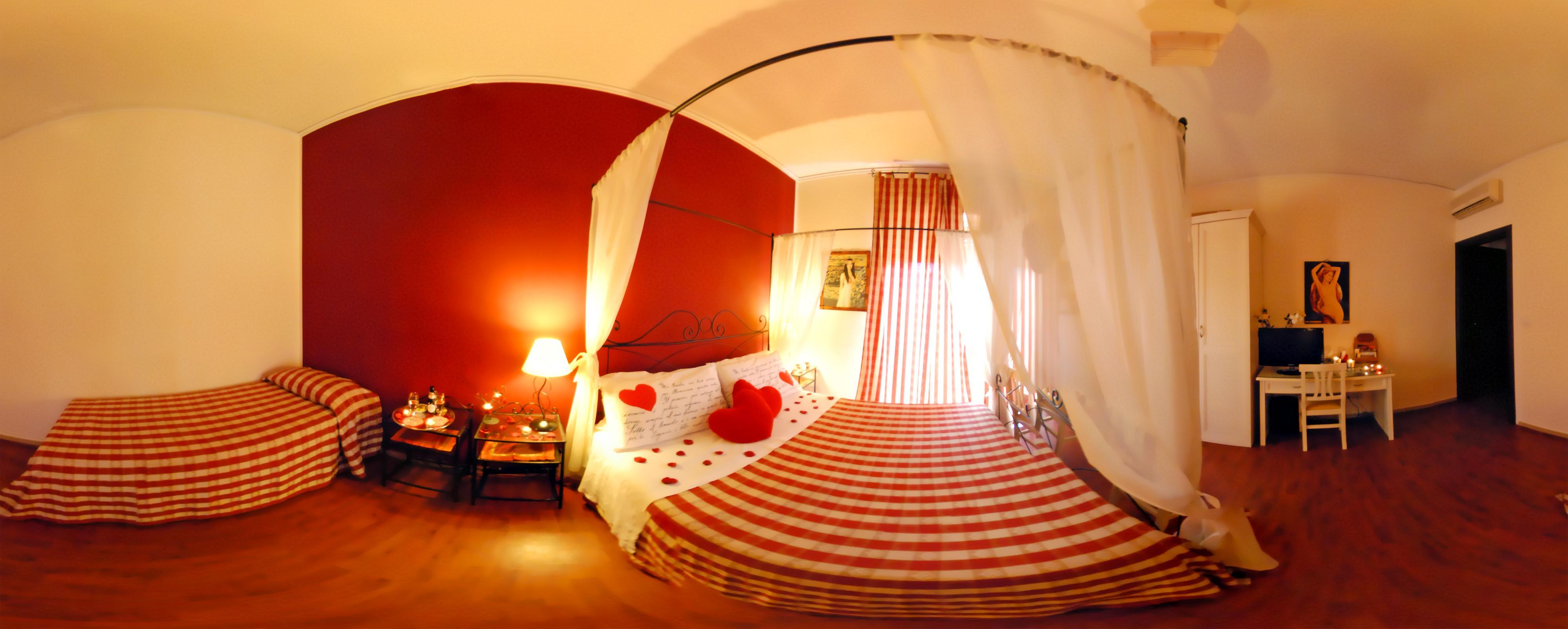 Offerta camera romantica coppie letto baldacchino e cabina benessere doccia idromassaggio casa - Stanza da letto romantica ...