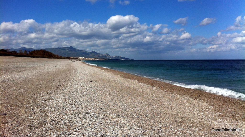 Sea 4km: The Fondachello beach in Mascali Taormina view
