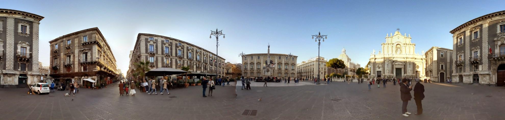 casa-olimpia-piazza-duomo-catania-primavera