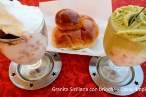 Granita Siciliana con brioche al bar nel classico bicchiere di vetro