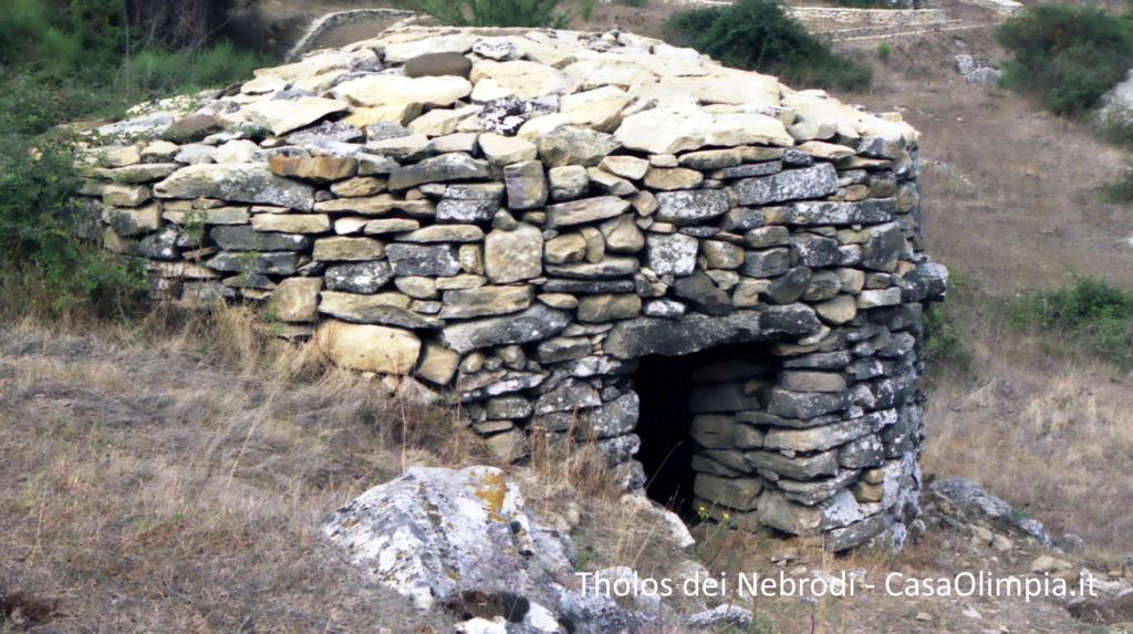 Tholos dei Nebrodi costruzioni rupestri in pietra